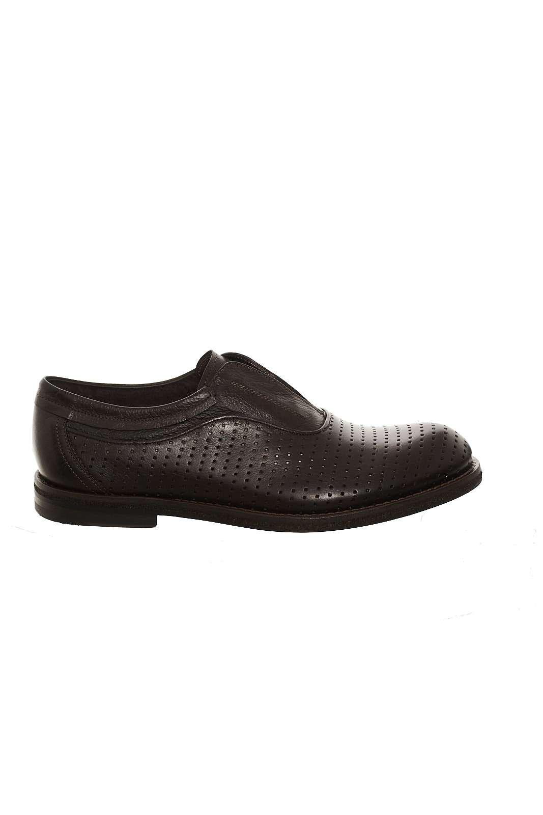Una scarpa dall'indiscussa eleganza quelle firmate Corvari. Tutta la qualità del made in Italy per queste scarpe dai tratti caratteristici. La tomaia in pelle con lavorazione laser impreziosisce ogni outfit.