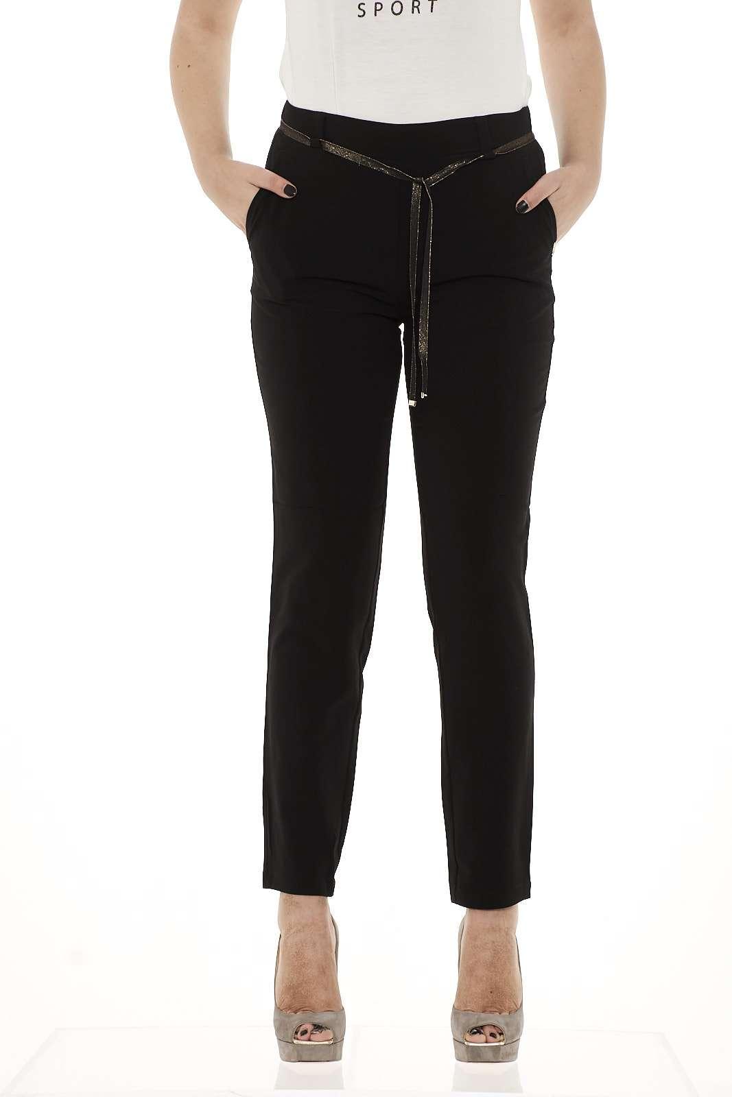 Vestibilità rilassata e taglio comfort per questi pantaloni in micro crèpe Liu Jo. Ben si adattano a una molteplice varietà di outfit.