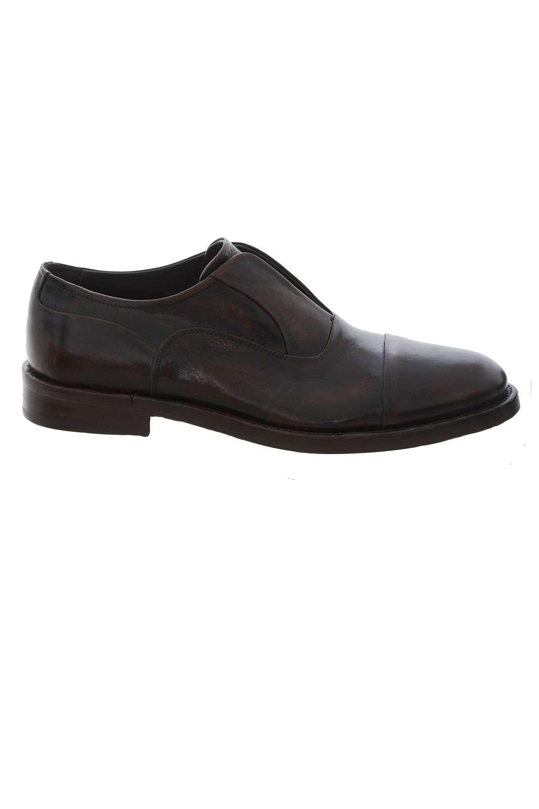Una scarpa comoda e versatile firmata Corvari. Facile da infilare, sarà l'ideale per tutte le occasioni, dall'ufficio alle cerimonie. Per l'uomo che ama uno stile versatile e classico.