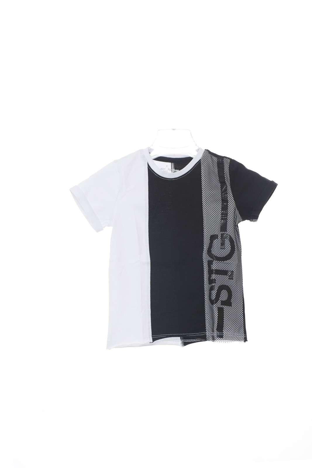 Una T shirt dal gusto quotidiano quella firmata Street Gang. Inserti in contrasto di colore a a lavorazione traforata la rendono glamour e versatile. DA indossare con gli outfit più sportivi per un look perfetto.