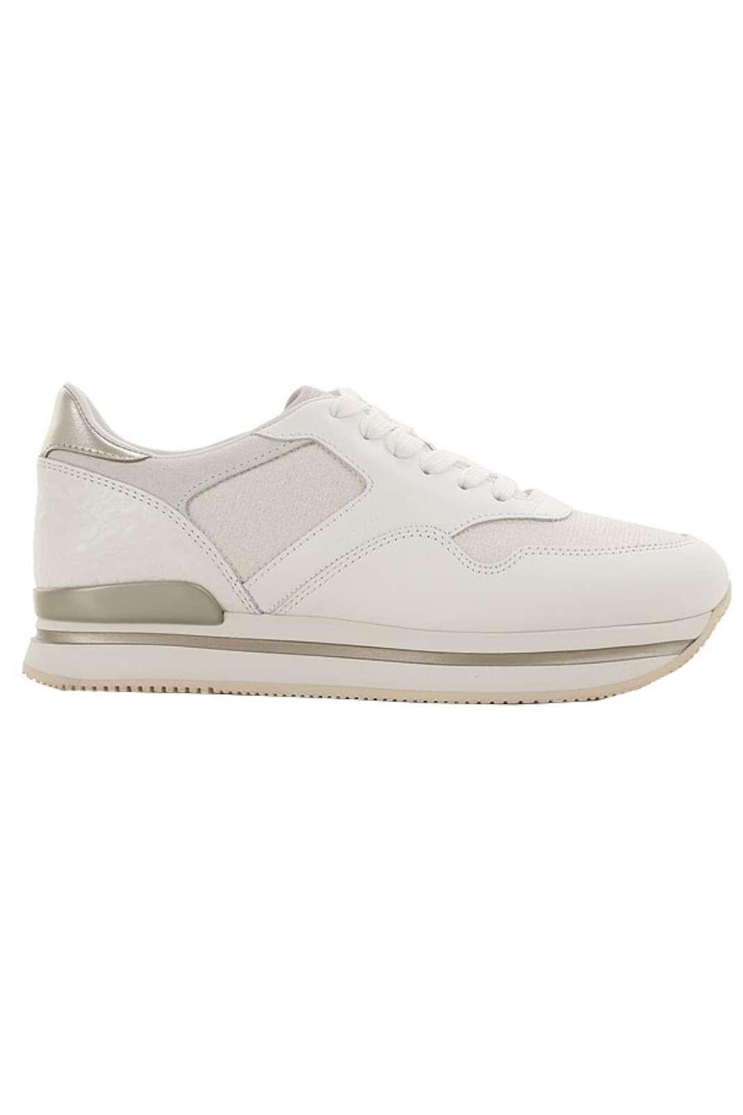 Una sneaker in pelle con dettagli shiny quella proposta dalla collezione Hogan. I pregiati pellami si fondono per un look innovativo e glamour. Da indossare sia con gonne che con pantaloni, conferiscono un look fashion ad ogni outfit.