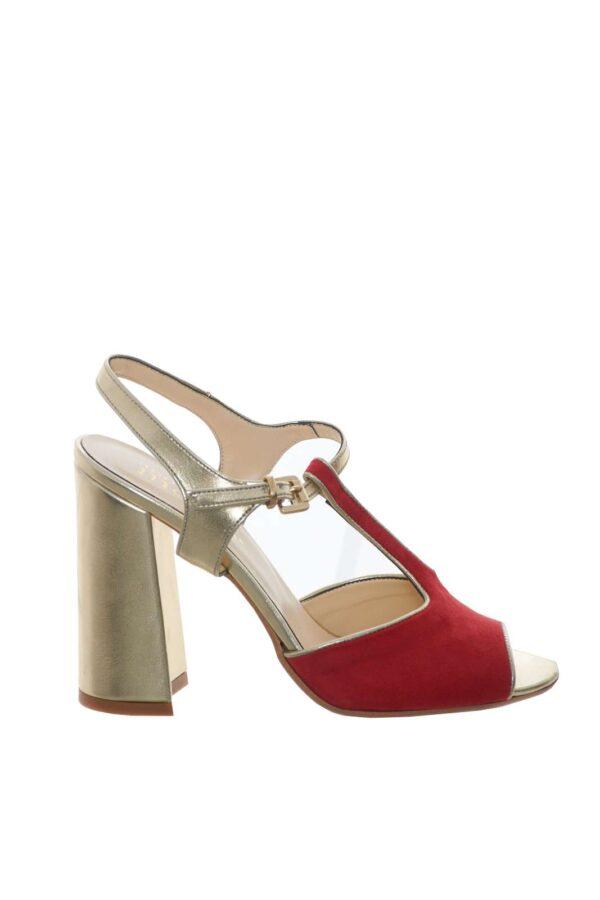 La calzatura perfetta per la tua primavera estate firmata Movie Collection. Un sandalo versatile ed elegante, adatto sia alla routine quotidiana, che alle occasioni più formali. Per la donna che ama scarpe comode e pratiche, che non rinunciano a stile e classe.