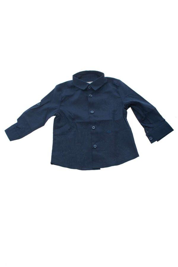 Una camicia in cotone tinta unita che renderà il vostro bambino protagonista in ogni occasione, abbinabile ad un jeans per un look un pò più casual o a un pantalone elegante questa camicia rimane un must have.