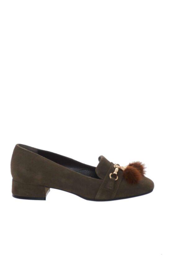 Per la donna che ama l'eleganza e il glamour senza rinunciare al comfort viene proposta questa calzatura firmata Norah. Prodotto di qualità Made in Italy è perfetta da abbinare ad outfiit eleganti o casual-chic.