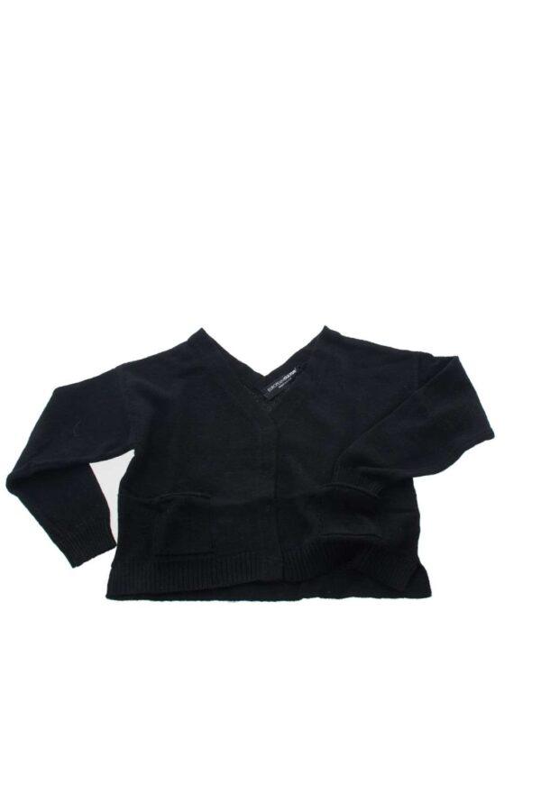 Un maglioncino dal taglio classico e dal look iconico. Ideato da European Culture per le più piccole è un capo versatile che si adatta a ogni tipo di outfit, da quello casual a quello più elegante.