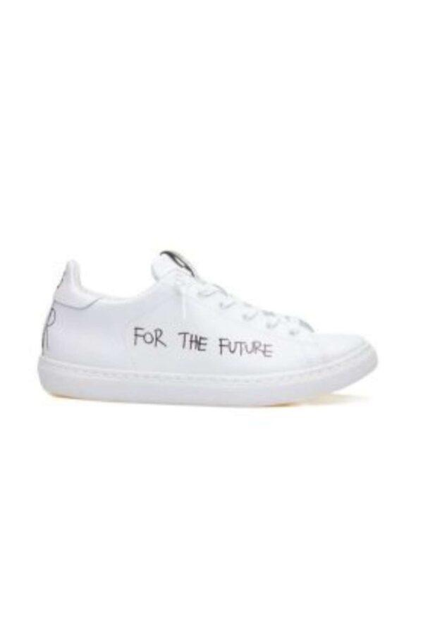Una sneaker iconica e innovativa firmata 2Star, con stile e look davvero unici. Le scritte realizzate a mano son un tocco indelebile del Brand, per un tocco moderno e alla moda, unico nel suo genere.