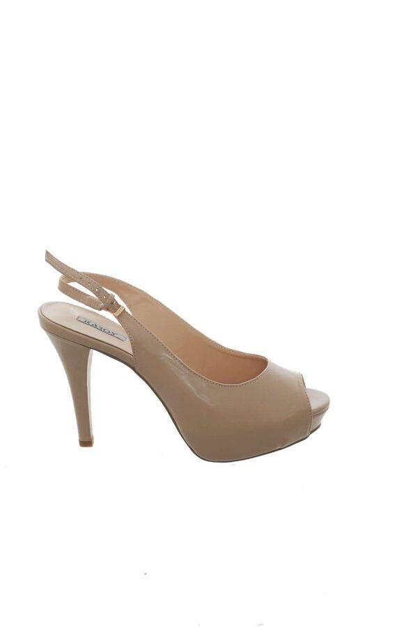 Una scarpa a punta con tacco a spillo quella proposta da Ikaros. La fibbia alla caviglia con cintina la rende glamour e adatta alle occasioni più importanti. Il massimo del glamour per una scarpa must have.