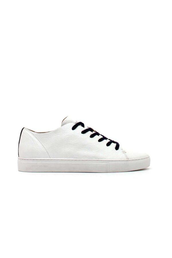 Delle sneaker dal look metropolitano, le RAW LO di Crime London. Perfette per uno street style davvero trendy, si accompagnano alla perfezione con jeans skinny o carrot fit, per un abbinamento fashion e attuale.