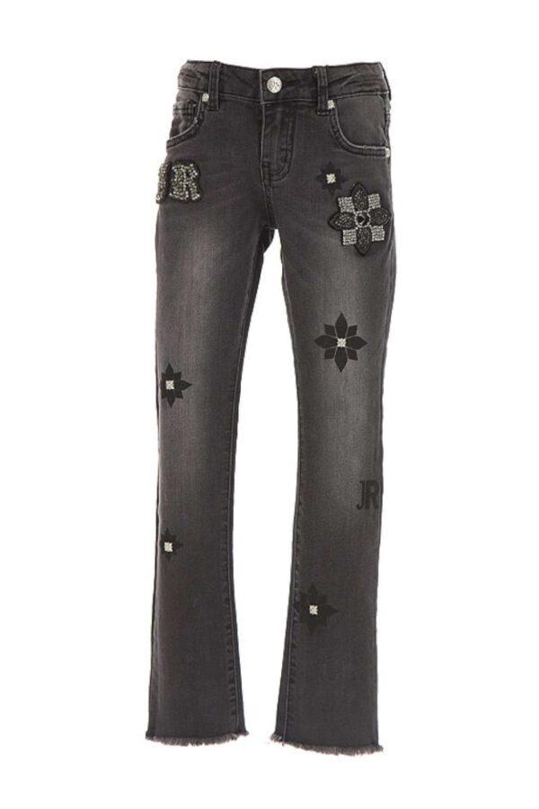 Un jeans per le bambine che amano seguire ed emulare gli outfit degli adulti. Il modello infatti, è leggermente a zampa, con borchie e strass applicati, quindi, darà all' outfit della tua bambina uno stile deciso e contemporaneo.
