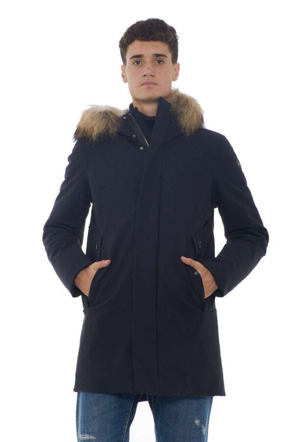 Un eskimo elegante e dai pregiati tessuti il WINTER FUR firmato RRD. la pelliccia removibile e l'imbottitura in piuma lo rendono perfetto per le temperature più fredde, senza mai rinunciare allo stile glamour del brand. Lo stile parka dono comodità grazie anche al tessuto elastico, un vero evergreen.  Il modello è alto 1.85m e indossa la taglia 48.