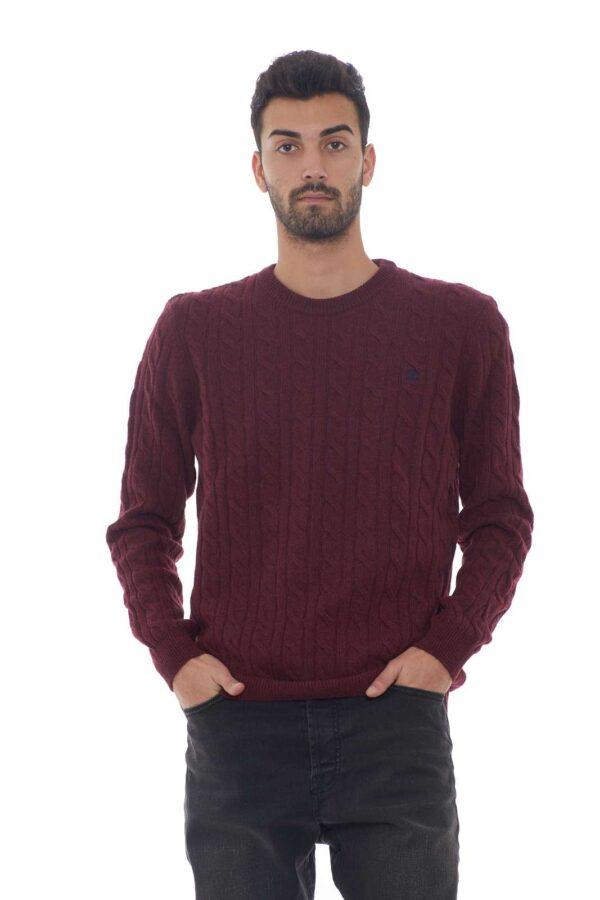 Una maglia con l'iconica lavorazione atrecce quella proposta per la collezione uomo di Timberland. Da indossare con ogni look si caratterizza per il suo filato in lana merino. Da abbinare sia a pantaloni che a jeans è un must have.