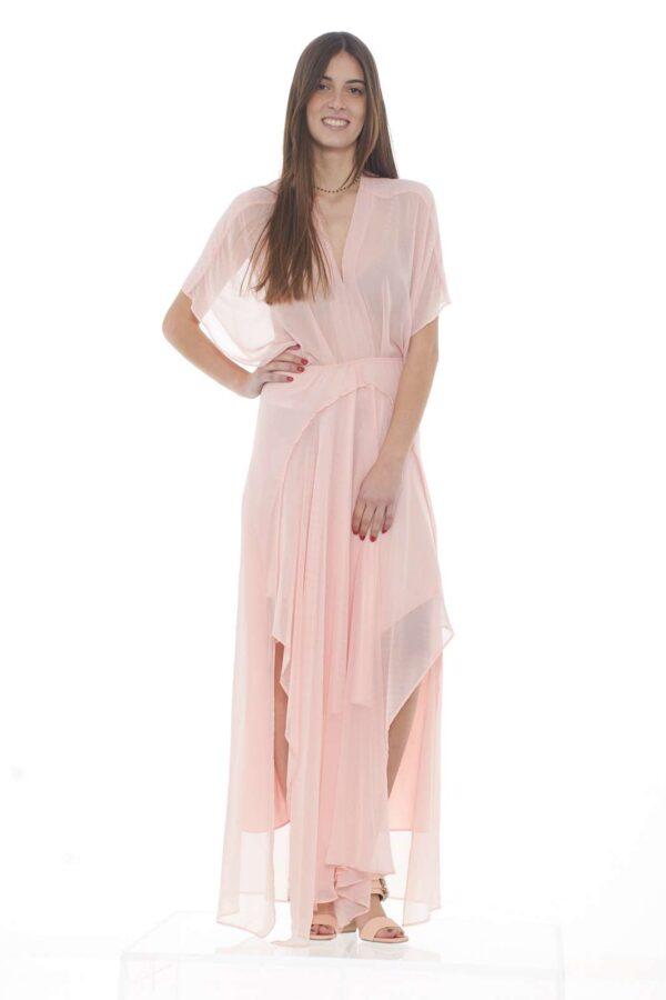 Per la donna che ama apparire, l'abito CHOUAB proposto da Silvian Heach sarà una garanzia di stile e classe. Il taglio lungo dona un look da principessa, mentre l'effetto velato, aggiunge un tocco provocante e femminile, infine, le pieghe sul fondo, e il delicato scollo a goccia sulla schiena, sono le caratteristiche che completano un capo da sogno. La modella è alta 1.78m e indossa la taglia XS.