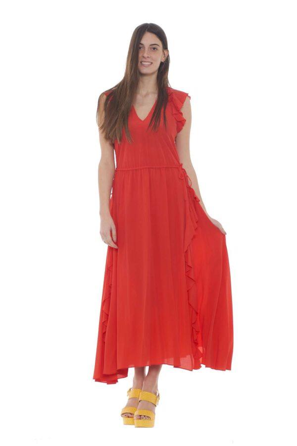Un abito dal pregiato tessuto in misto seta la proposta della collezione donna Twinset. La lunghezza è resa movimentata dalle rouches e dalla gonna ampia. Per gli outfit più eleganti, il tessuto in crepe conquista tutti i gusti.