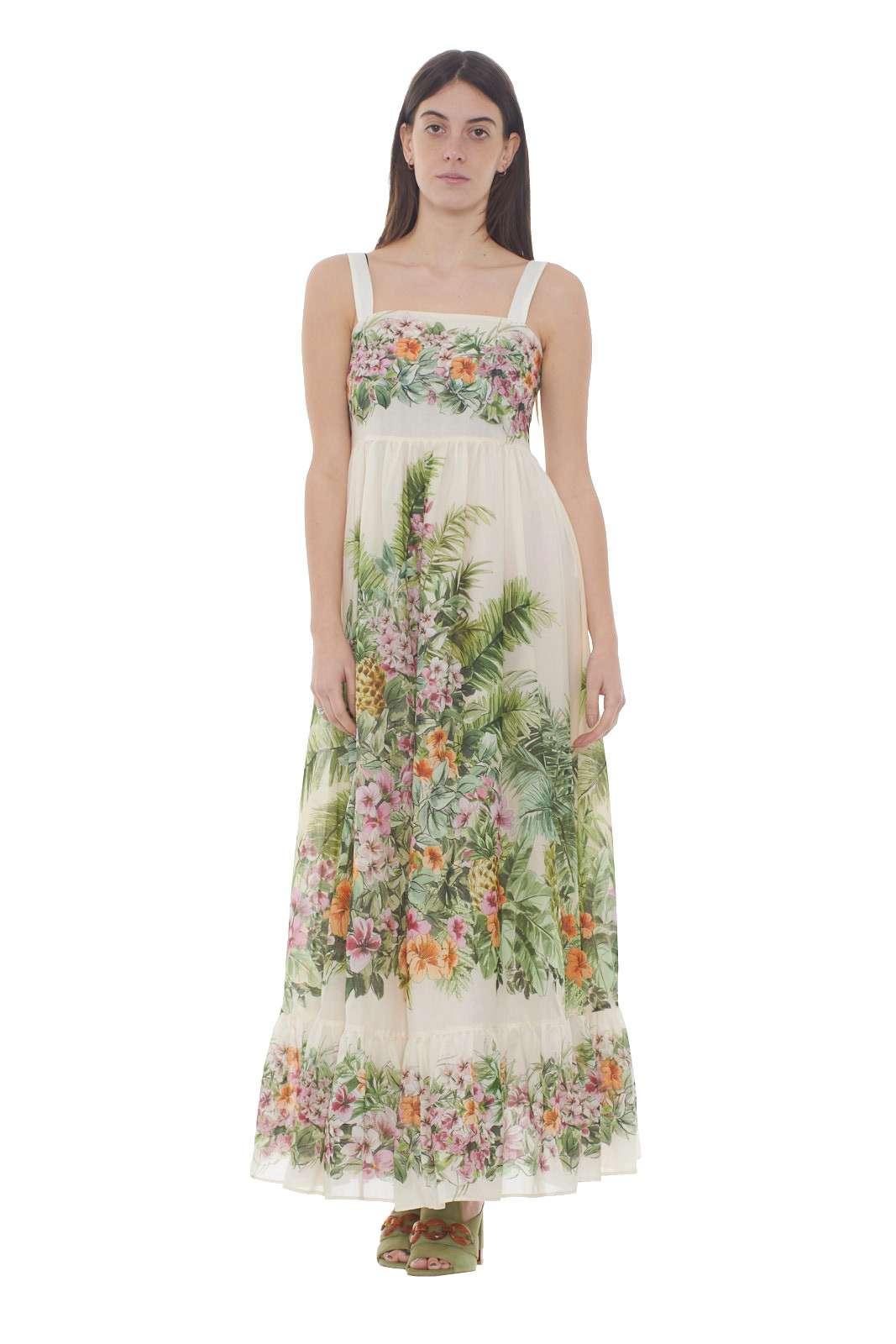 Un abito con una delicata fantasia floreale la proposta donna Twinset Milano. La gonna svasata su fascia alta lo rende fashion e raffinato. Il tessuto in cotone è impreziosito dalla rouche sul fondo per un look chic.