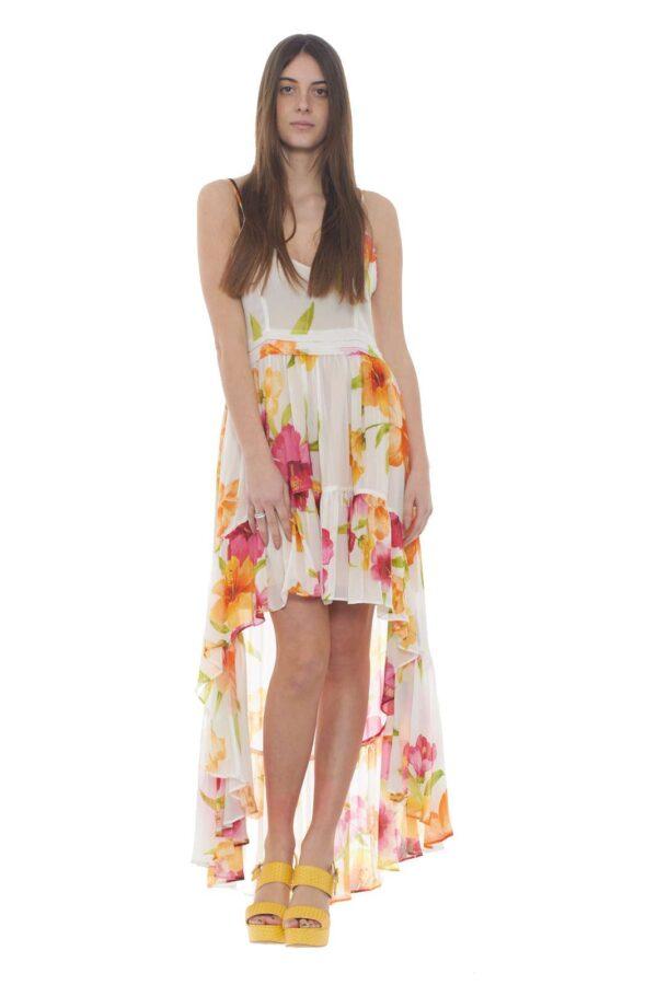 Elegante e dal gusto glamour il nuovo abito donna firmato dalla collezione primavera estate di Twinset. Il taglio asimmetrico dono un look unico, unito all'effetto delle rouches. Da abbinare ad un tacco alto per rendere iconico ogni outfit.