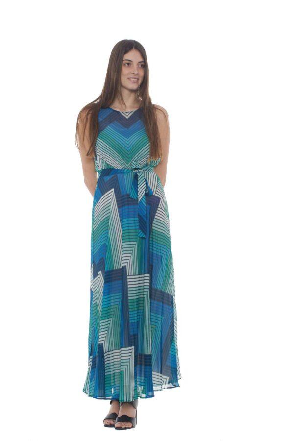 Un abito elegante e dalla fantasia chic quello proposto dalla collezione donna primavera estate di Twin set Milano. L'effetto trasparenza è impreziosito dalla fantasia geometrica e dalla morbidezza del capo. Per i look più impegnati.