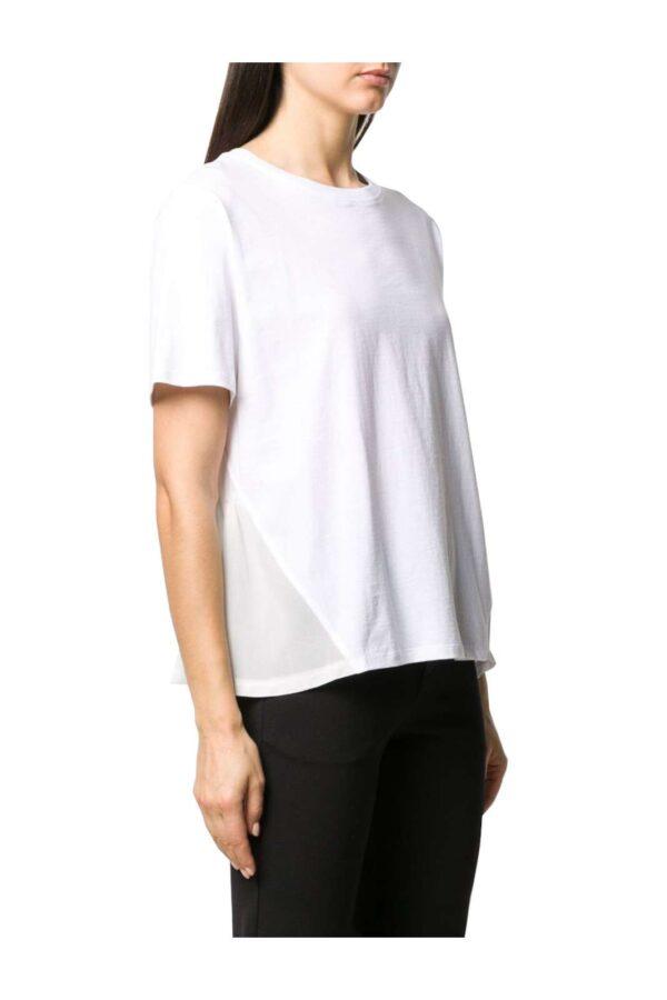 Una T shirt da indossare con i look più quotidiani quella firmata dalla new collection Twinset Milano. Le rouches sul fondo in contrasto di tessuto rendono unico questo capo basic per un look quotidiano e glamour.