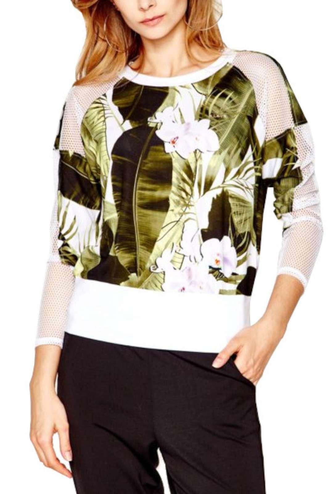 Una felpa con delicati inserti a rete quella proposta dalla collezione donna Liu Jo Sport. La fantasia floreale con foglie ben si sposa con la vestibilità regolare. Caratterizzata dallo scollo a goccia sul retro è perfetta per le occasioni meno formali.