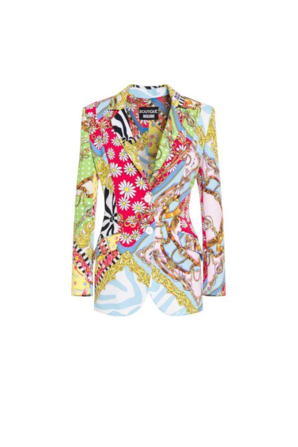 Un'eleganza raffinata ed eccentrica, racchiusa in questa giacca, proposta da Moschino Boutique, per la sua nuova collezione. Ideale per outfit estivi, che non hanno paura di osare e apparire. Un'icona di innovazione.
