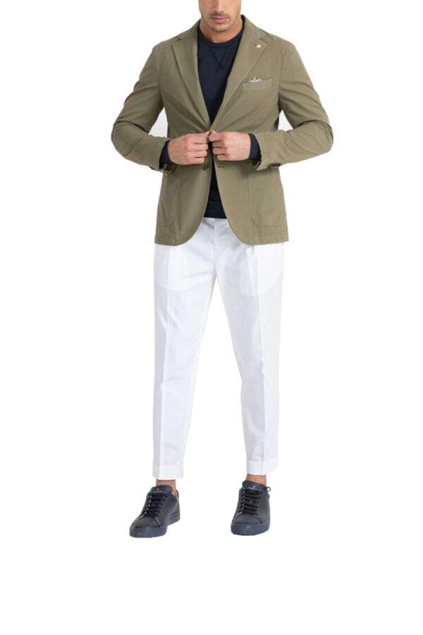 Elegante e glamour la nuova giacca uomo proposta dalla collezione Manuel Ritz. Da indossare sia con un pantalone unisce il classico al fashion. Una colorazione versatile da indossare sia con un pantalone che con un jeans è un essential per il guardaroba di ogni uomo.