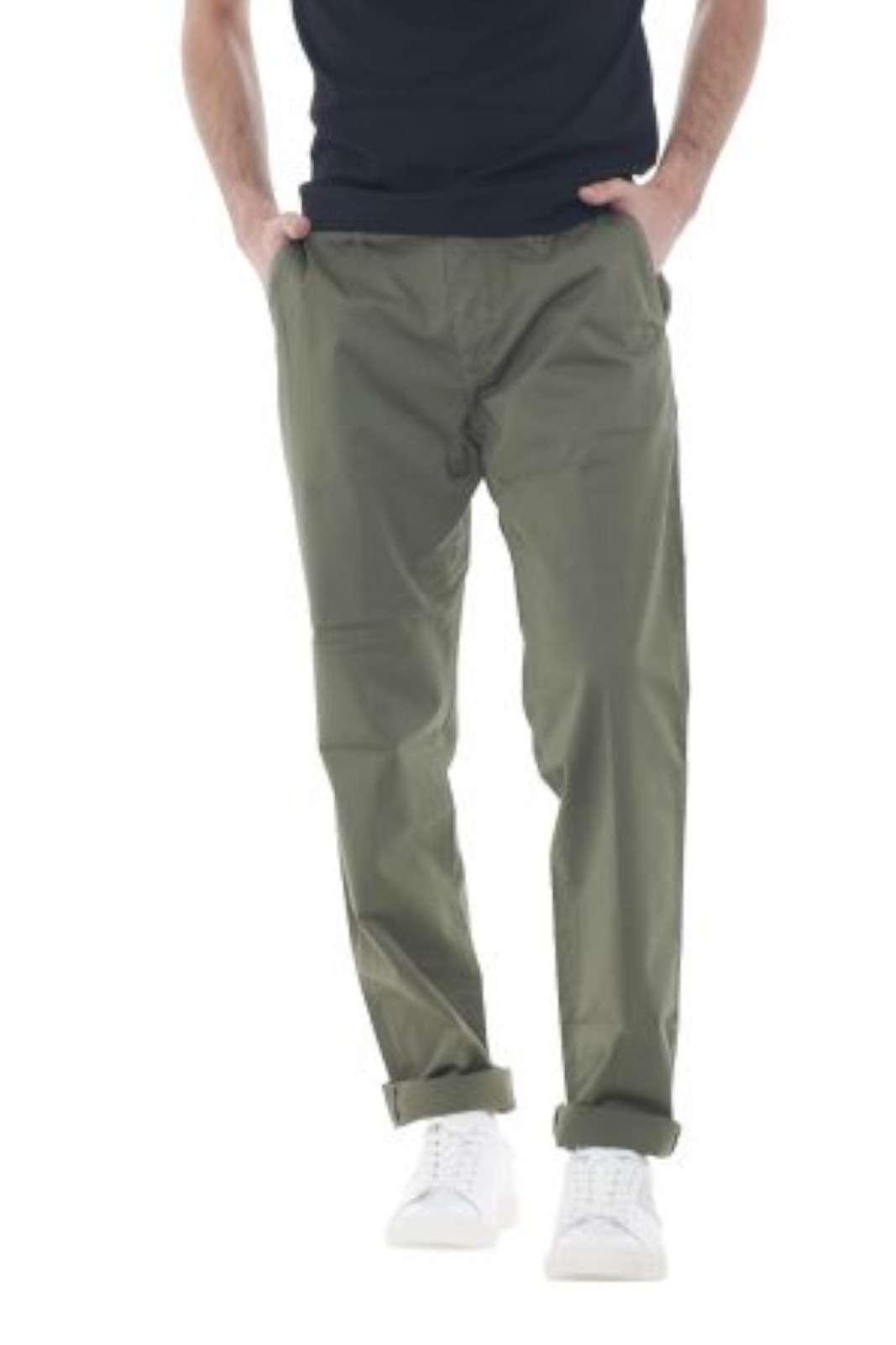 Eleganti, chic, raffinati, esclusivi, questi pantaloni firmati Manuel Ritz, garantiranno al tuo outfit un look fashion, e moderno. Ideale da indossare con t shirt, camicie, o anche giacche, per outfit diversi, ma sempre impeccabili e fashion. Il modello è alto 1.80m e indossa la taglia 44.