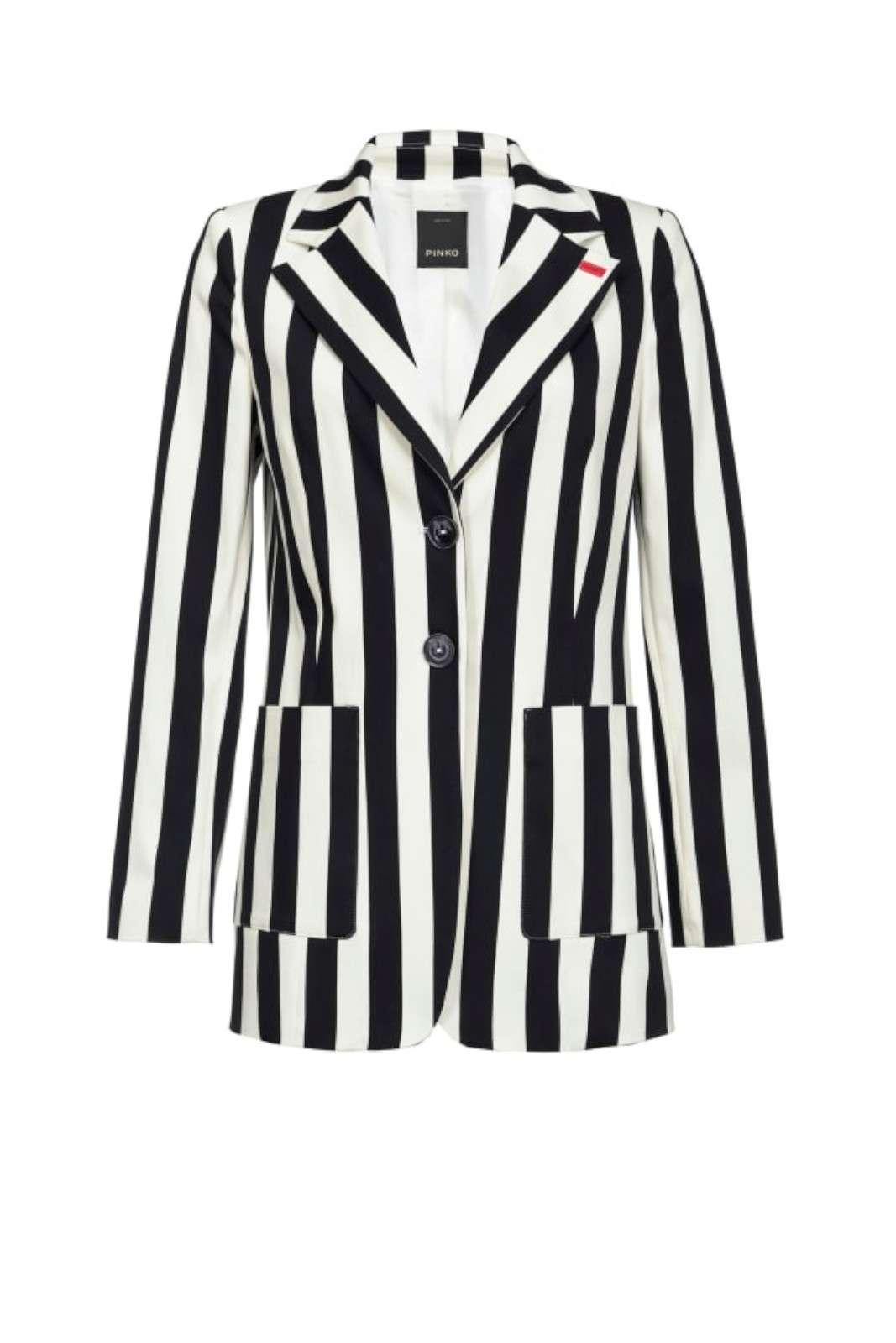 Una giacca dal fascino e dalla versatilità distinguibili, la CROCCANTE firmata dalla collezione donna Pinko. L'esclusiva fantasia rigata e la vestibilità dal taglio maschile si presta per i look più chic o glamour. Da abbinare con un pantalone o con un jeans è un capo essenziale per i look più glamour.