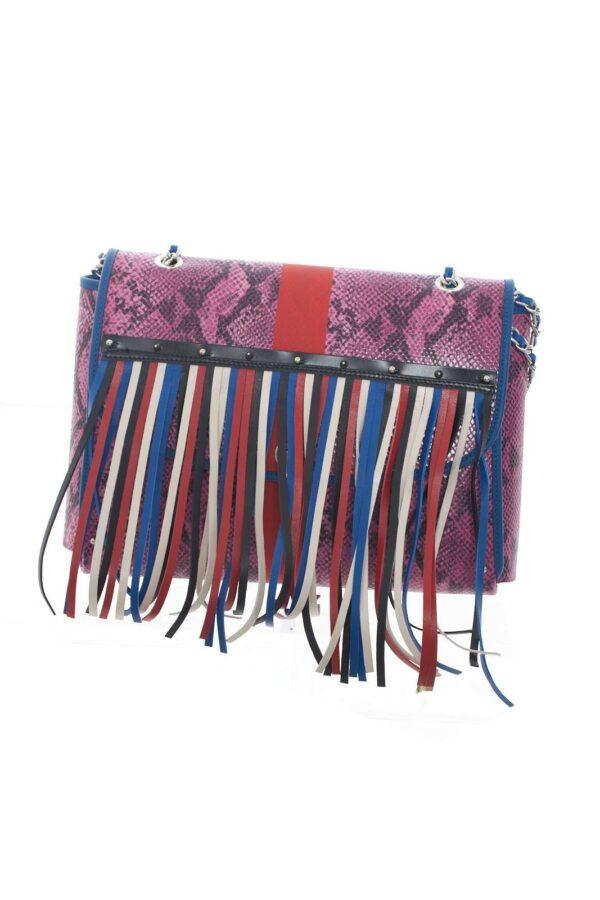 Una borsa eccentrica, innovativa, dal look insolito e audace, firmata Ohmai. Le frange multicolore, si uniscono alla decisa stampa pitonata, per uno stile moderno e nuovo. Facilmente trasformabile in un pratico zainetto, sarà l'accessorio che userai di più.