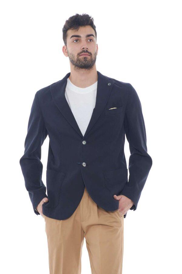 Per un eleganza sobria e raffinata, questa giacca Manuel Ritz, garantirà stile e ricercatezza. Ideale per le occasioni più formali, sarà una garanza per ogni outfit. Il modello è alto 1.80m e indossa la taglia 48.