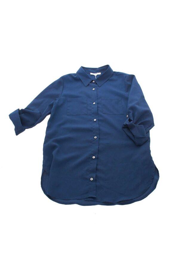 La camicia Kocca con effetto blusa elegante per il suo tessuto velato, adatto per le occasioni importanti o per il week end.