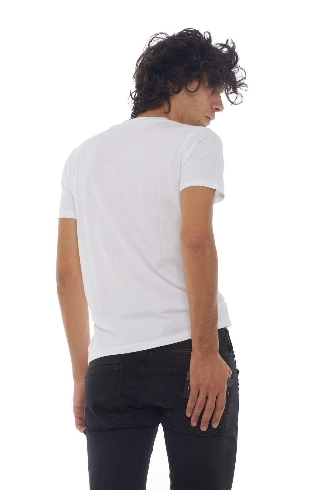 https://www.parmax.com/media/catalog/product/a/i/AI-Outlet_Parmax-Tshirt-Uomo-Raplay-M3858%20000-C.jpg
