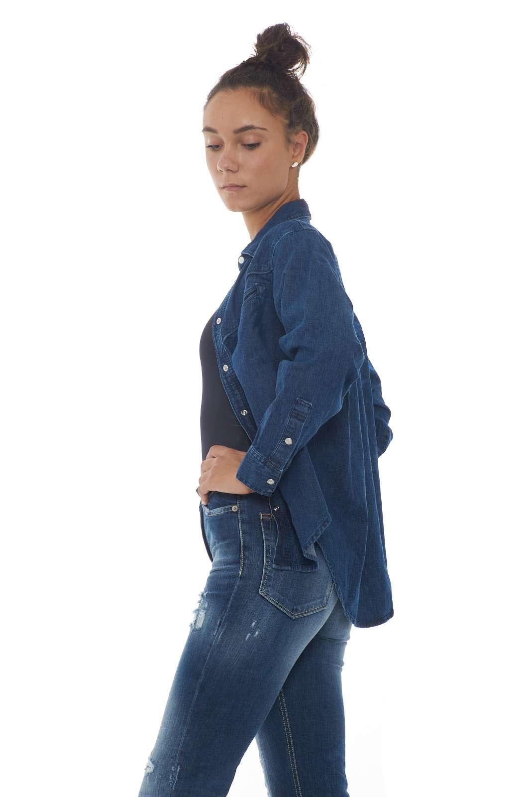 https://www.parmax.com/media/catalog/product/a/i/AI-outlet_parmax-camicia-donna-Levis-77678%200000-B.jpg