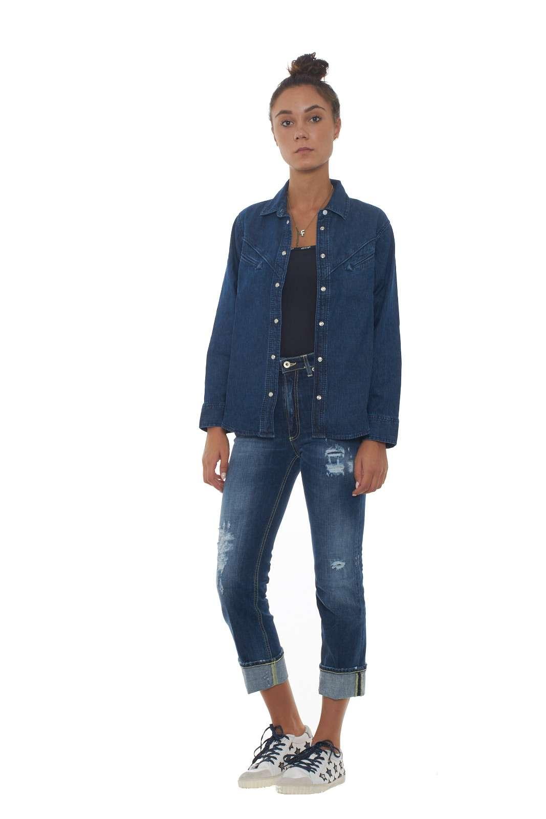 https://www.parmax.com/media/catalog/product/a/i/AI-outlet_parmax-camicia-donna-Levis-77678%200000-D.jpg