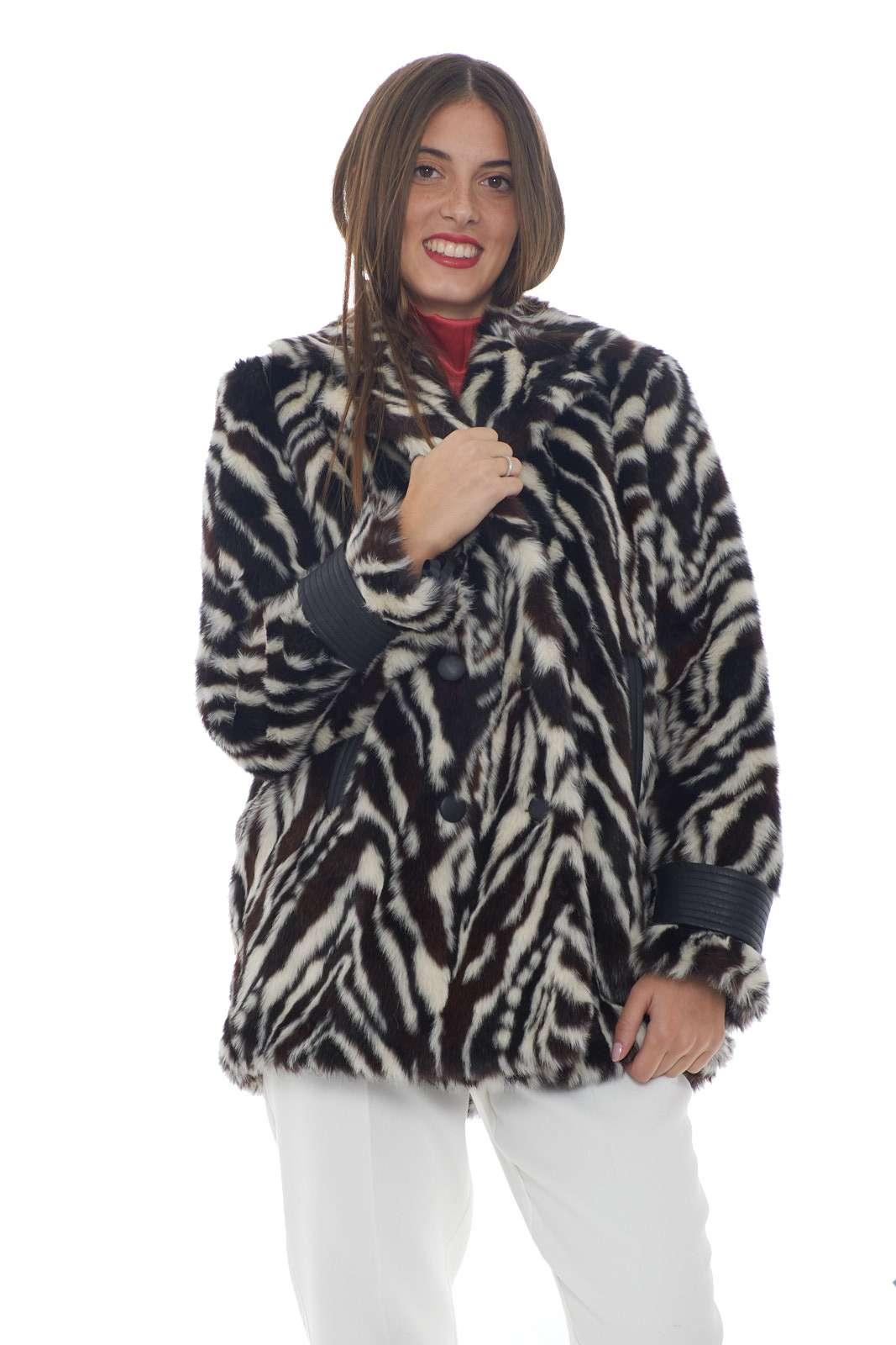 https://www.parmax.com/media/catalog/product/a/i/AI-outlet_parmax-pelliccia-donna-Pinko-1g146m-A.jpg