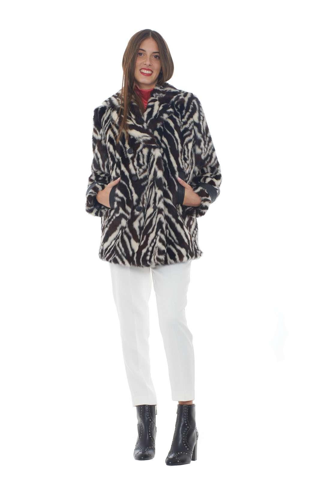 https://www.parmax.com/media/catalog/product/a/i/AI-outlet_parmax-pelliccia-donna-Pinko-1g146m-D.jpg