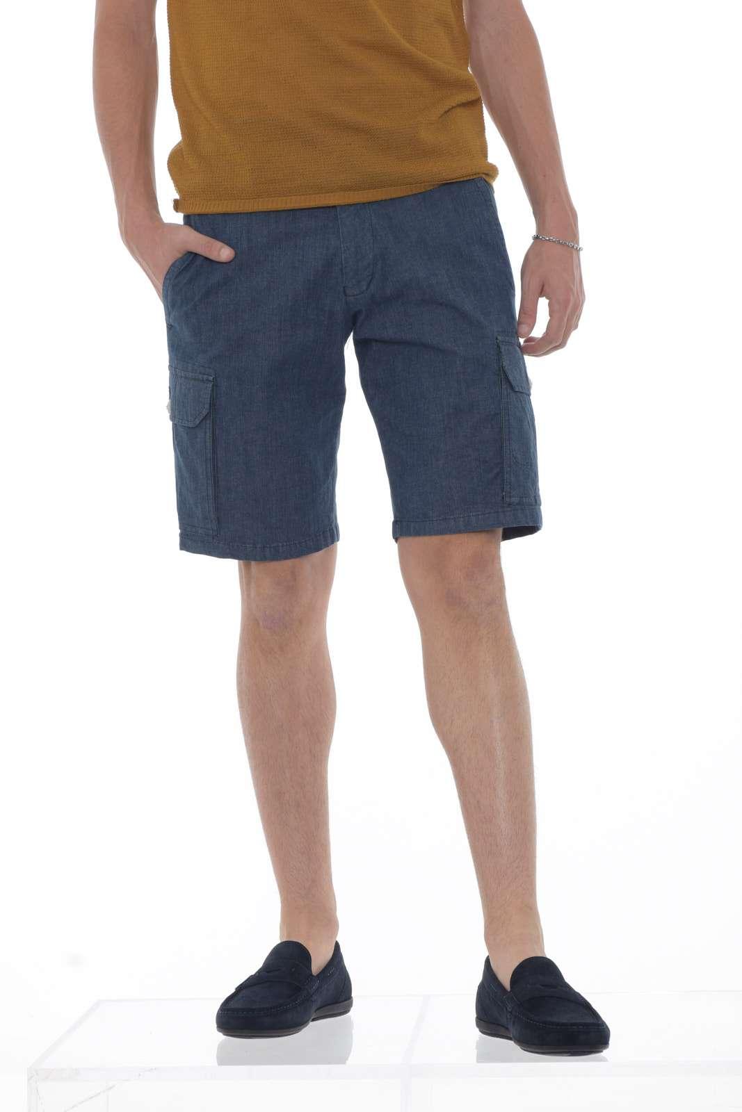 Un capo must have il bermuda di jeans firmato Michael Coal, immancabile nel guardaroba di ogni uomo e un evergreen ideale per le calde giornate estive grazie al tessuto in cotone. Potrai creare outfit semplici ma allo stesso tempo fashion e alla moda. Il modello è alto 1.85 e porta la taglia L