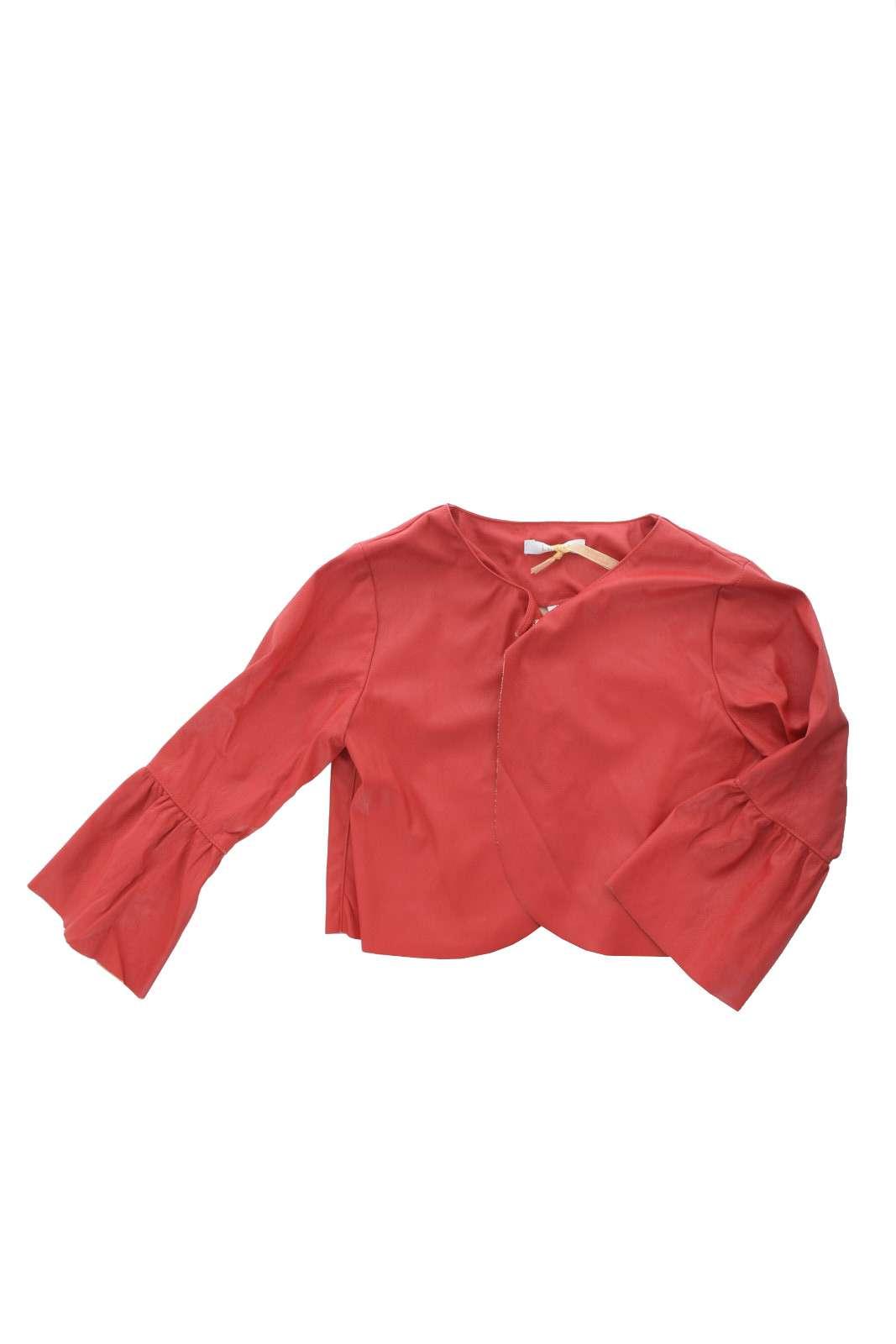 Semplice e chic, questa giacchina firmata Liu Jo, interamente realizzata in ecopelle. Per outfit sobri e raffinati, da sfruttare per le occasioni più eleganti.