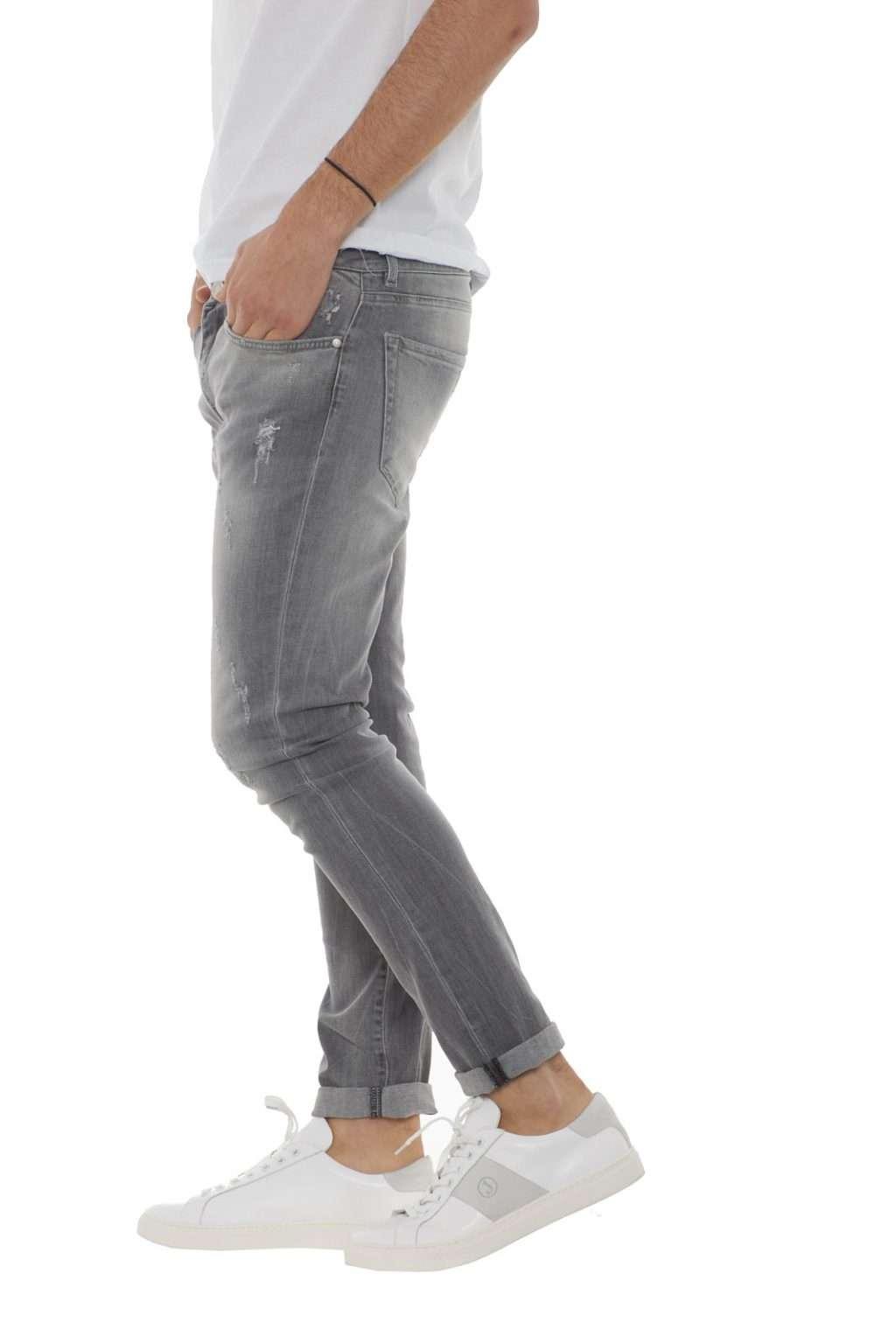 https://www.parmax.com/media/catalog/product/a/i/PE-outlet_parmax-denim-uomo-Clink-Jeans-London-MARTIN-B.jpg