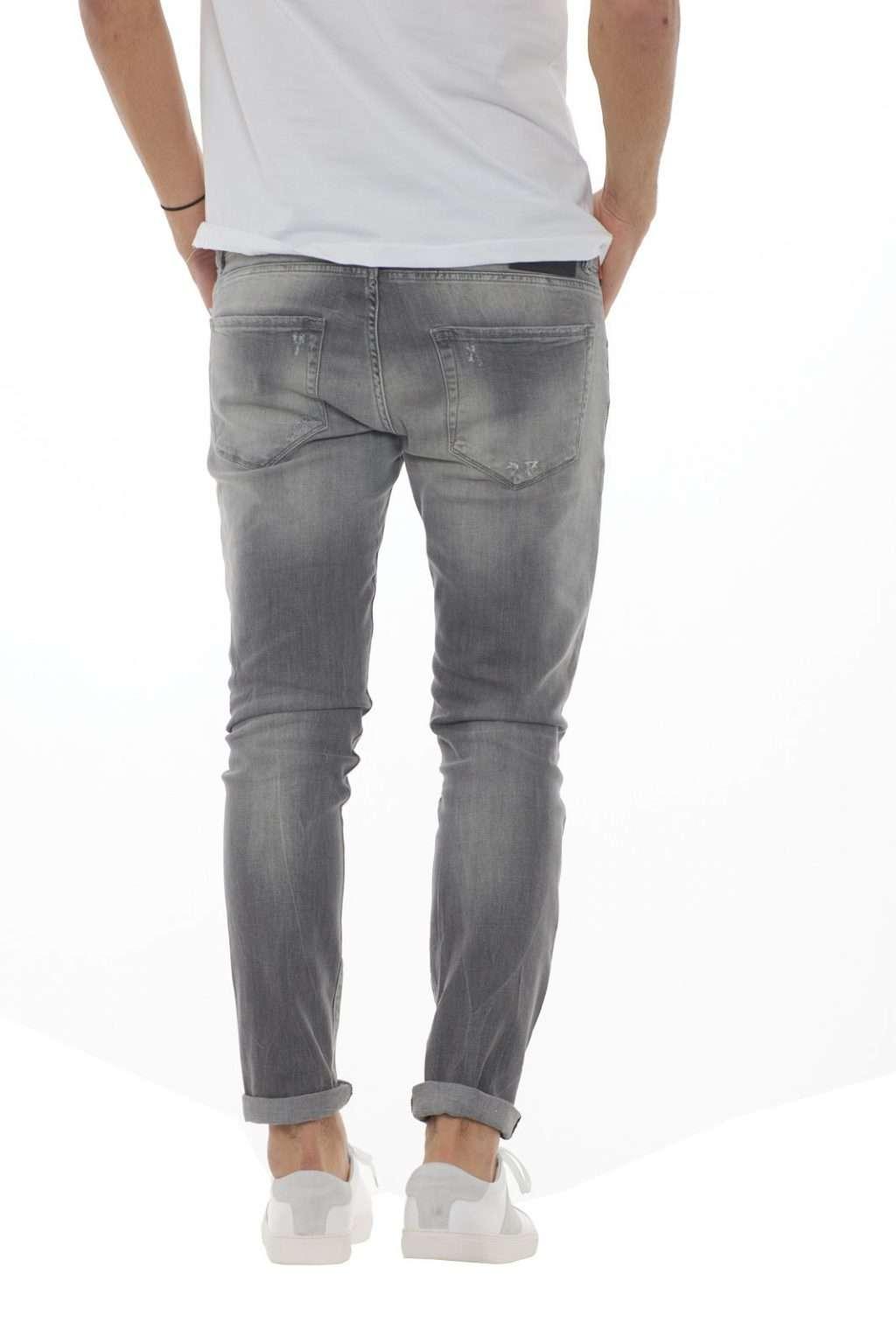 https://www.parmax.com/media/catalog/product/a/i/PE-outlet_parmax-denim-uomo-Clink-Jeans-London-MARTIN-C.jpg