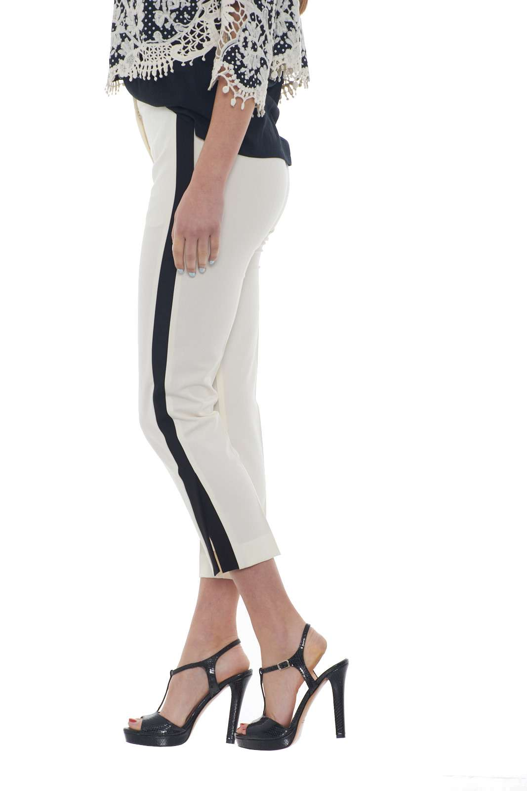 https://www.parmax.com/media/catalog/product/a/i/PE-outlet_parmax-pantaloni-donna-Ekl%C3%A8-1015827-B.jpg