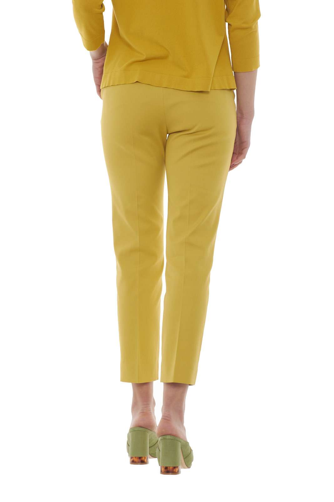 https://www.parmax.com/media/catalog/product/a/i/PE-outlet_parmax-pantaloni-donna-MaxMara-51310107-C.jpg