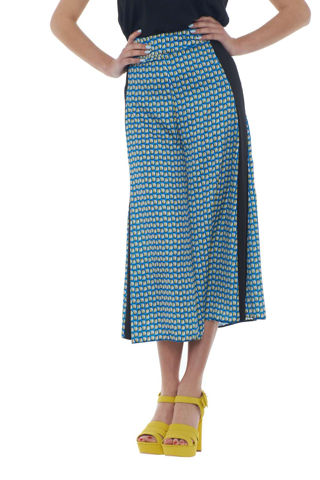 https://www.parmax.com/media/catalog/product/a/i/PE-outlet_parmax-pantaloni-donna-Mem-pa181t01-A.jpg