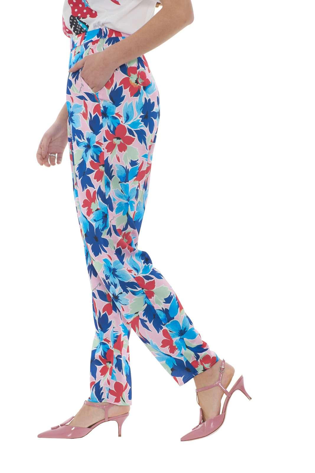 https://www.parmax.com/media/catalog/product/a/i/PE-outlet_parmax-pantaloni-donna-Moschino-a0302%201152-B.jpg