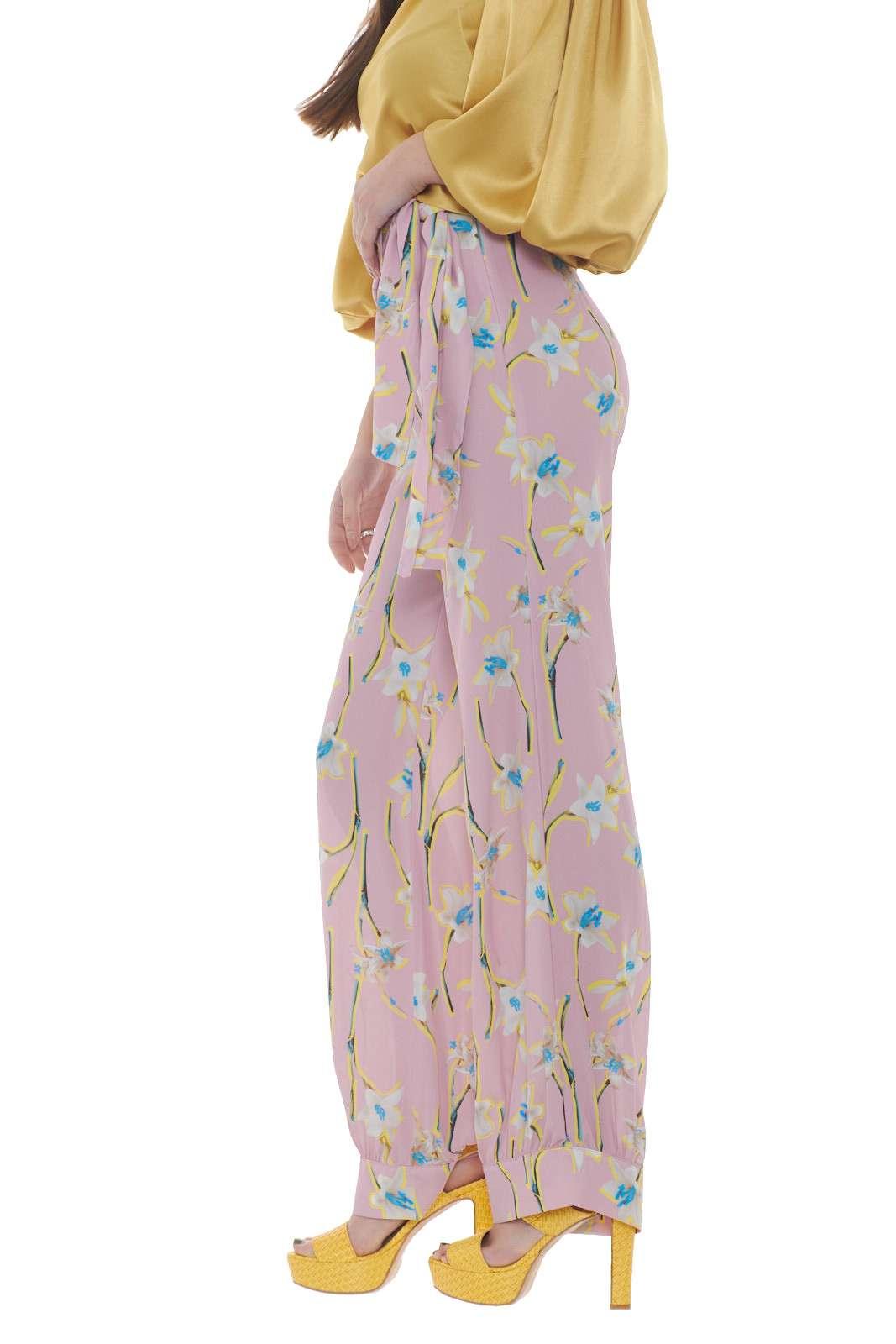 https://www.parmax.com/media/catalog/product/a/i/PE-outlet_parmax-pantaloni-donna-Pinko-1g14kc-B.jpg