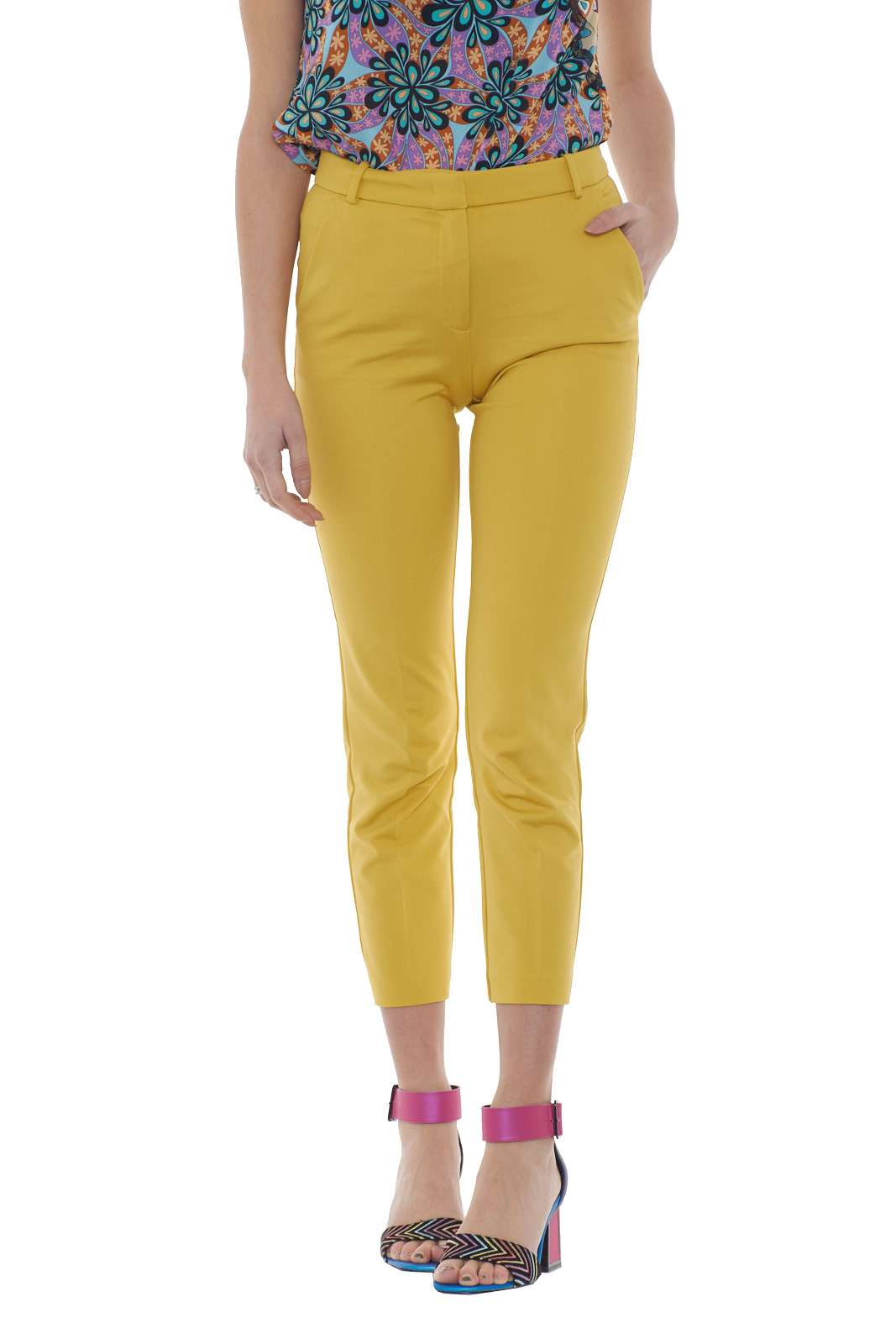 https://www.parmax.com/media/catalog/product/a/i/PE-outlet_parmax-pantaloni-donna-Pinko-1g14ts-A.jpg