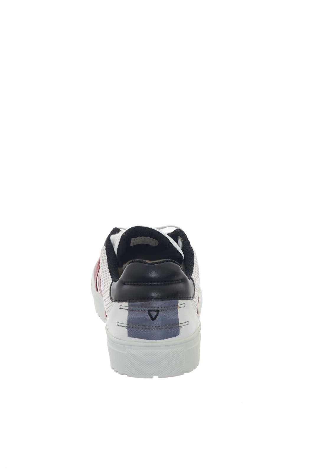 https://www.parmax.com/media/catalog/product/a/i/PE-outlet_parmax-sneaker-uomo-Guess-FM5BRILEA12-D.jpg