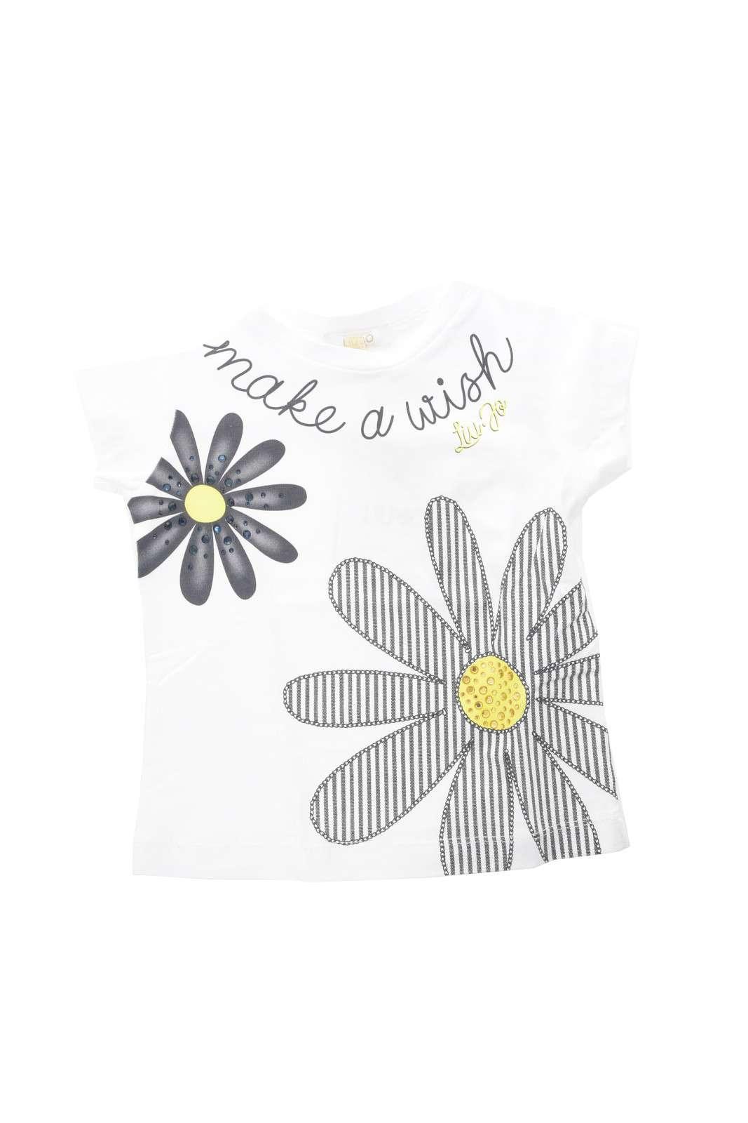 Semplicità e stile, per questa t shirt proposta da Liu Jo per i più piccoli. Ideale per occasioni informali, casual e pratiche, come dalla scuola, alla routine.