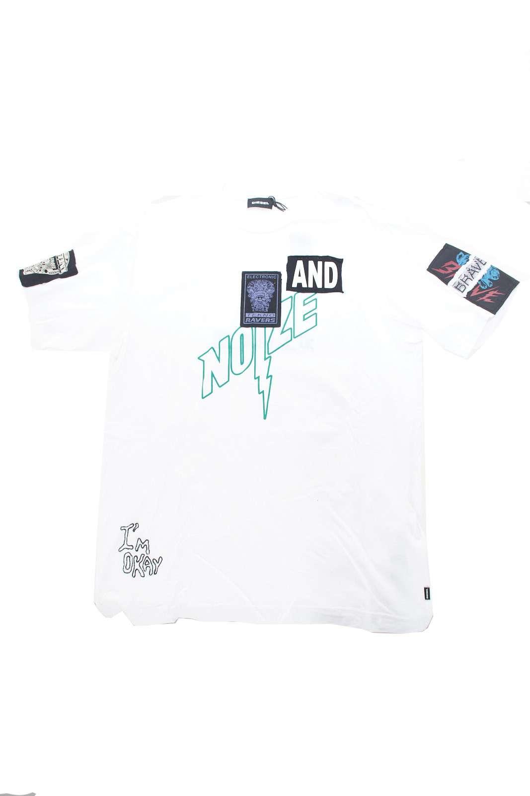 Una t shirt caratterizzata da un look metropolitano, quella firmata Diesel. Perfetta per conferire al tuo bimbo uno street style iconico e casual.