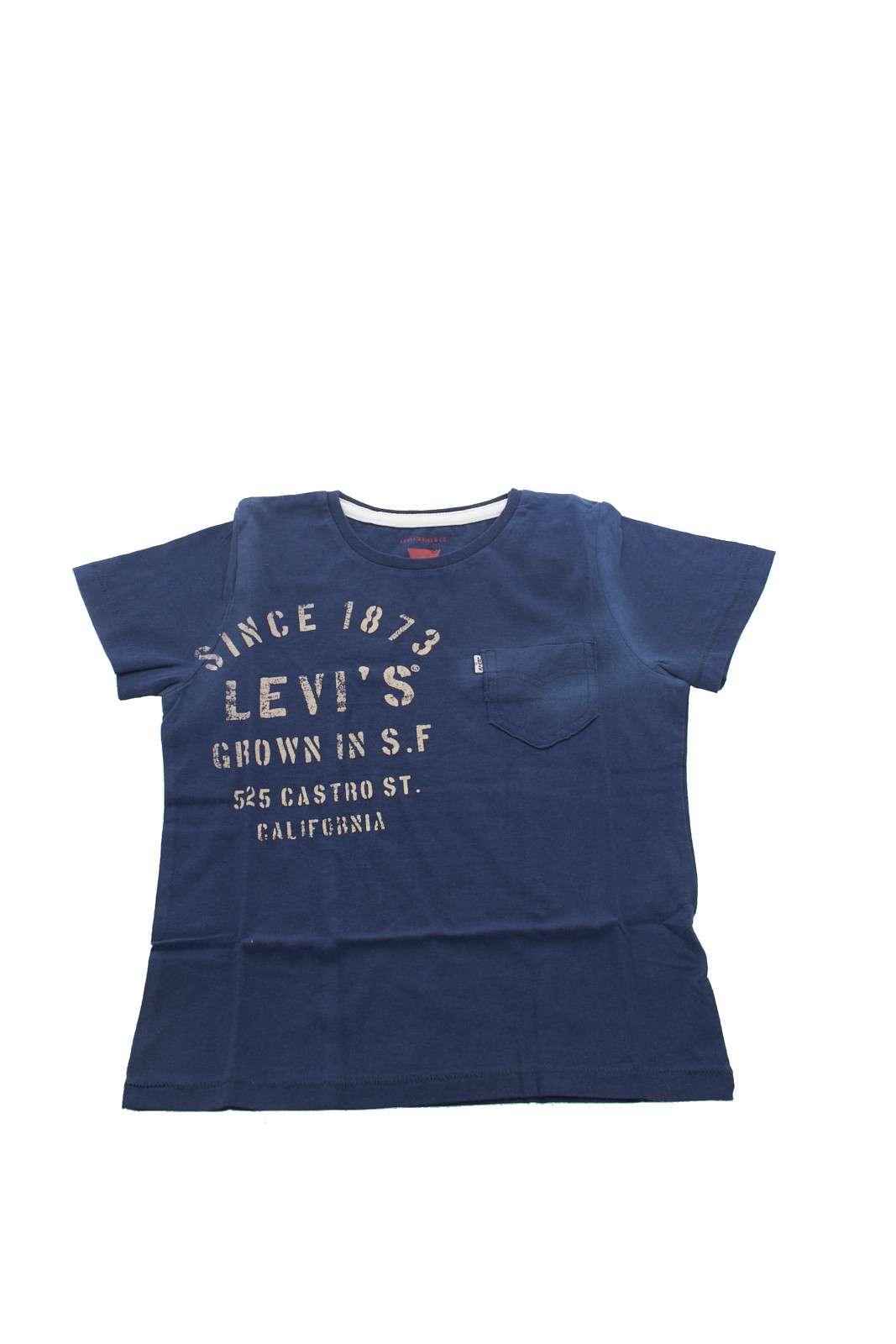 Una t-shirt iconica per il tuo bambino, fresca e comoda da indossare nelle calde giornate estive. L'effetto slavato regala un tocco vintage, accontentando proprio tutti i gusti dei più piccoli. Un capo ormai imprescindibile nell' outfit kids.