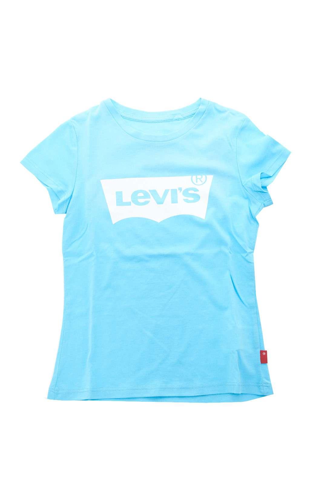 L'intramontabile t shirt firmata Levi's, presentata nella versione per i più piccoli. Per outfit senza tempo anche per i bambini.