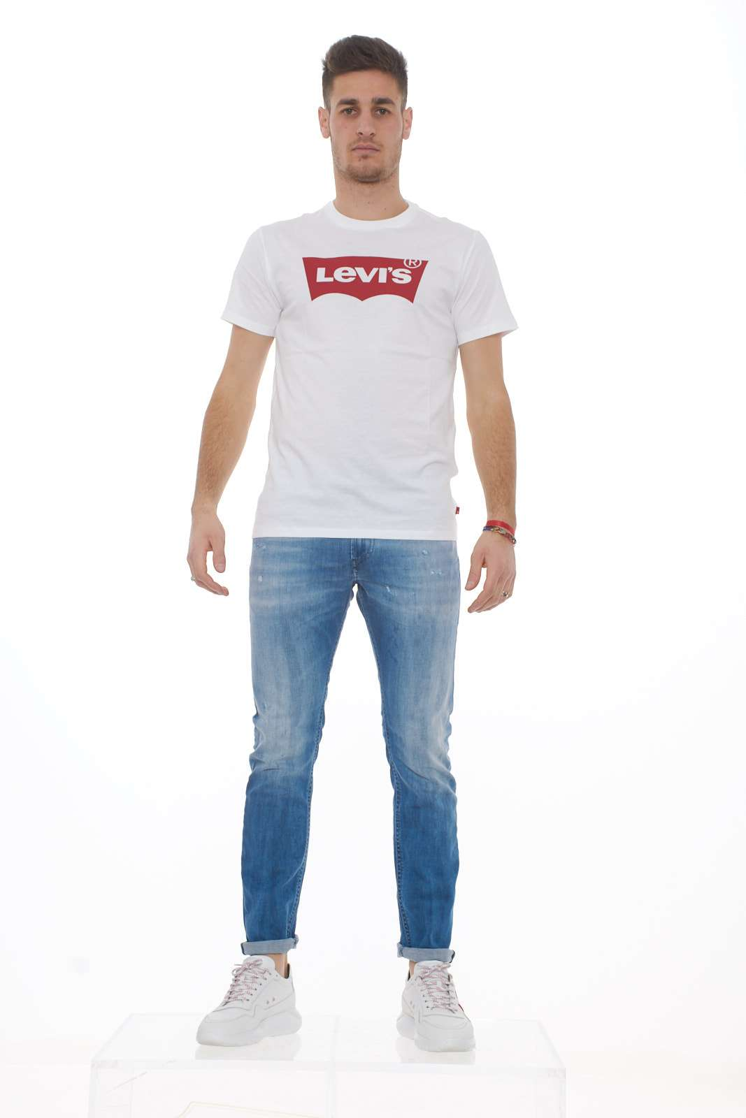 https://www.parmax.com/media/catalog/product/a/i/PE-outlet_parmax-t-shirt-uomo-Levis-17783-D_1.jpg